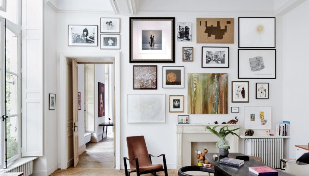 Big and small paintings on the wall